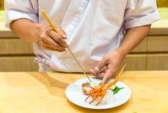 Μαγειρεύοντας sashimi αστακών αρχιμαγείρων Στοκ Εικόνες