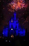 Μαγικά πυροτεχνήματα βασίλειων της Disney Στοκ εικόνα με δικαίωμα ελεύθερης χρήσης