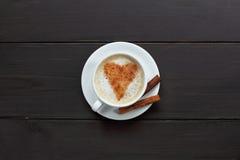 Μαγικά ραβδιά κανέλας για έναν καφέ Στοκ εικόνα με δικαίωμα ελεύθερης χρήσης