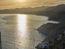 Μαγικά χρυσά βράδια με την άποψη θάλασσας στοκ εικόνες με δικαίωμα ελεύθερης χρήσης