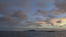 Μαγική άποψη της θάλασσας, ουρανός στο ηλιοβασίλεμα, Κόνακρι απόθεμα βίντεο