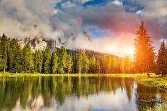 Μαγική λίμνη στο βουνό Στοκ φωτογραφία με δικαίωμα ελεύθερης χρήσης