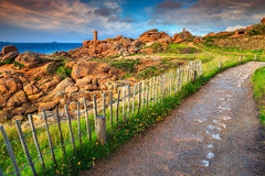 Μαγική ακτή του Ατλαντικού Ωκεανού στην περιοχή της Βρετάνης, Ploumanach, Γαλλία, Ευρώπη Στοκ εικόνα με δικαίωμα ελεύθερης χρήσης