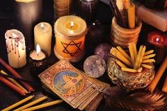 Μαγική ακόμα ζωή με τις παλαιά κάρτες και τα κεριά tarot Στοκ φωτογραφίες με δικαίωμα ελεύθερης χρήσης