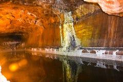 Μαγική εσωτερική άποψη του αλατισμένου ορυχείου Khewra στοκ φωτογραφία
