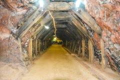 Μαγική εσωτερική άποψη του αλατισμένου ορυχείου Khewra στοκ εικόνες