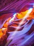 Μαγική ηλιαχτίδα στο φαράγγι αντιλοπών αυλάκωση-τρυπών στοκ φωτογραφία με δικαίωμα ελεύθερης χρήσης