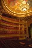 Μαγική και ζαλίζοντας όπερα Garnier με τα περίπλοκα σχέδια Στοκ Φωτογραφίες