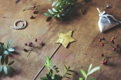 Μαγική ράβδος αστεριών και μικρά δώρα Στοκ Φωτογραφία