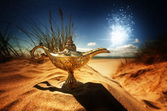 Μαγικός λαμπτήρας μεγαλοφυίας Aladdins Στοκ εικόνα με δικαίωμα ελεύθερης χρήσης
