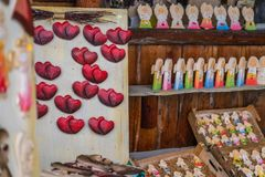 Μαγνήτες ψυγείων αγγέλων και καρδιών στοκ φωτογραφία