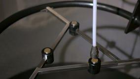 Μαγνητικές κινήσεις εκκρεμών μεταξύ τριών μαγνητών