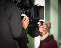 Μαγνητοσκόπηση ανθρώπων ένας κινηματογράφος Στοκ Φωτογραφίες