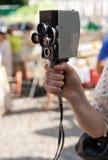 Μαγνητοσκόπηση με την αναδρομική φωτογραφική μηχανή στοκ φωτογραφία με δικαίωμα ελεύθερης χρήσης