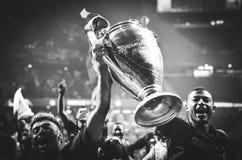 Μαδρίτη, Ισπανία - 1 ΜΑΐΟΥ 2019: Ο αρχιθαλαμηπόλος και η Rhian Brewster γιορτάζουν τη νίκη τους του UEFA Champions League το 2019 στοκ φωτογραφίες