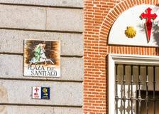 ΜΑΔΡΊΤΗ, ΙΣΠΑΝΙΑ - 26 ΣΕΠΤΕΜΒΡΊΟΥ 2017: Άποψη της πρόσοψης του Plaza de Σαντιάγο Κινηματογράφηση σε πρώτο πλάνο Στοκ φωτογραφίες με δικαίωμα ελεύθερης χρήσης