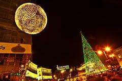 Φωτισμένη διακόσμηση Χριστουγέννων στη Μαδρίτη, Ισπανία Στοκ φωτογραφία με δικαίωμα ελεύθερης χρήσης