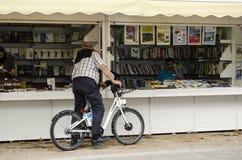 Μαδρίτη-ΙΣΠΑΝΙΑ, 25 JUNIO 2018 - κρατήστε την έκθεση στο πάρκο της Μαδρίτης ` s Retiro στοκ φωτογραφία