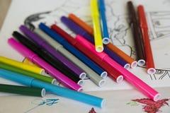 Μαθήματα σχεδίων με τις χρωματισμένες μάνδρες πίλημα-ακρών Στοκ φωτογραφία με δικαίωμα ελεύθερης χρήσης