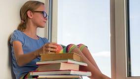 Μαθήτρια πριν από τους διαγωνισμούς απόθεμα βίντεο