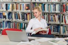 μαθαίνοντας σπουδαστής & Στοκ φωτογραφία με δικαίωμα ελεύθερης χρήσης