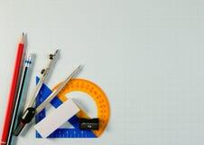Μαθηματικά όργανα πέρα από τη γωνία ενός εγγράφου γραφικών παραστάσεων math με το διάστημα αντιγράφων για το κείμενο Στοκ Εικόνα