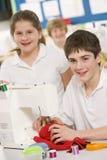 μαθητές μηχανών που ράβουν &ta Στοκ εικόνες με δικαίωμα ελεύθερης χρήσης