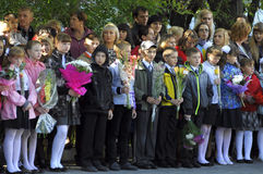 μαθητές Σεπτέμβριος λουλουδιών 1 τελετής Ένας σοβαρός κυβερνήτης των μαθητών στο σχολικό ναυπηγείο Στοκ φωτογραφίες με δικαίωμα ελεύθερης χρήσης