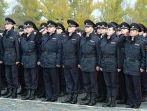 Μαθητές στρατιωτικής σχολής αστυνομίας του πανεπιστημίου νόμου της Μόσχας του Υπουργείου εσωτερικών θεμάτων της Ρωσίας στην εθιμο στοκ εικόνα