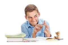 Μαθητής διασκέδασης με τη σφεντόνα που χαμογελά, σχολικές προμήθειες στο λευκό Στοκ εικόνα με δικαίωμα ελεύθερης χρήσης