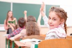 Μαθητής που αυξάνει το χέρι που γυρίζουν μακρυά από το δάσκαλο Στοκ Φωτογραφίες