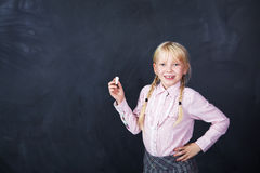 Μαθητής στο υπόβαθρο πινάκων Στοκ Εικόνες