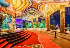 Μακάο - 24 Ιανουαρίου 2016: Εικονικό μεγάλο ξενοδοχείο χαρτοπαικτικών λεσχών της Λισσαβώνας Άποψη νύχτας εισόδων με τα φω'τα Στοκ φωτογραφία με δικαίωμα ελεύθερης χρήσης