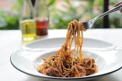 Μακαρόνια θαλασσινών που πετιούνται επάνω Παραδοσιακά ιταλικά τρόφιμα στοκ φωτογραφία με δικαίωμα ελεύθερης χρήσης
