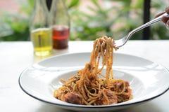Μακαρόνια θαλασσινών που πετιούνται επάνω Παραδοσιακά ιταλικά τρόφιμα στοκ εικόνες με δικαίωμα ελεύθερης χρήσης