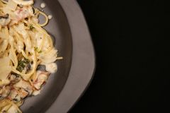 Μακαρόνια με το τυρί μπέϊκον και παρμεζάνας Στοκ φωτογραφίες με δικαίωμα ελεύθερης χρήσης