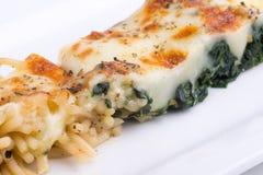 Μακαρόνια με το ψημένο τυρί Στοκ Φωτογραφία