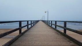 μακριά αποβάθρα ξύλινη Στοκ Εικόνες
