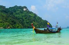 Μακριά βάρκα ουρών στη θάλασσα Andaman Στοκ Φωτογραφία
