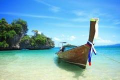 Μακριά βάρκα ουρών koh στο νησί της Hong, θάλασσα Andaman της Ταϊλάνδης στοκ εικόνες