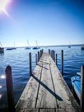 Μακριά γέφυρα βαρκών στη λίμνη Στοκ Εικόνα