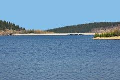 Μακριά γέφυρα πέρα από τον ποταμό Στοκ εικόνες με δικαίωμα ελεύθερης χρήσης