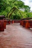 Μακριά γέφυρα στον κήπο Στοκ Φωτογραφίες