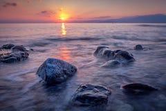 Μακριά εκτεθειμένη φωτογραφία των πετρών στο νερό της Μεσογείου α στοκ εικόνες