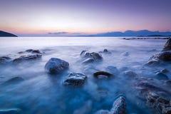Μακριά εκτεθειμένη φωτογραφία των πετρών στο νερό της Μεσογείου α στοκ εικόνες με δικαίωμα ελεύθερης χρήσης