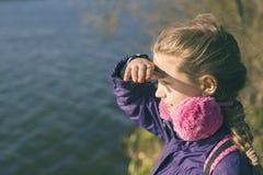 μακριά μακριά κοιτάζοντας Στοκ εικόνα με δικαίωμα ελεύθερης χρήσης