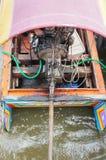 Μακριά μηχανή βαρκών ουρών ξύλινη στον ποταμό Στοκ εικόνες με δικαίωμα ελεύθερης χρήσης