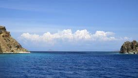 μακριά παλαιό seascape ακρωτηρίων karadag meganom vulcan Άποψη της ακτής του Κόλπου Στοκ Εικόνες