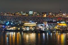 Μακριά πόλη έκθεσης νύχτας που πυροβολείται με τα φω'τα και το λιμένα πόλεων Στοκ φωτογραφίες με δικαίωμα ελεύθερης χρήσης