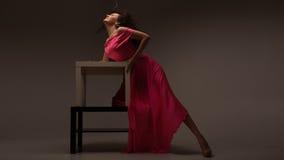 μακριά ρόδινη γυναίκα φορεμάτων Στοκ Φωτογραφίες